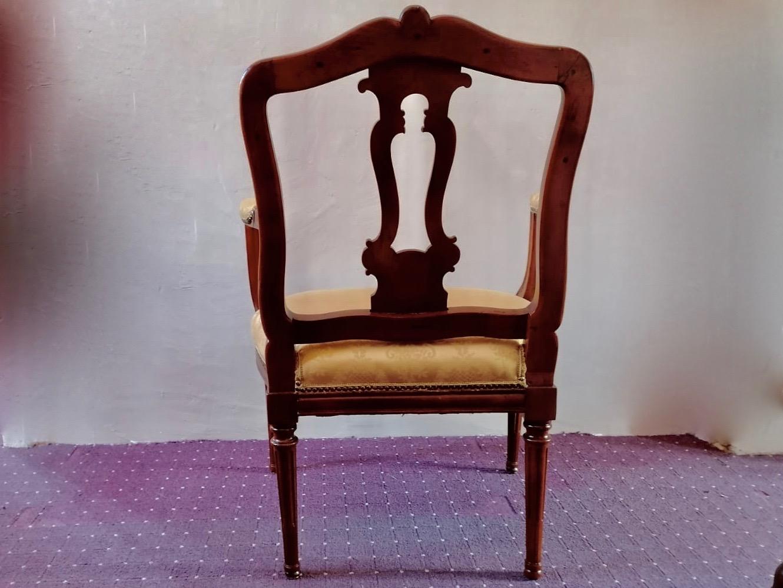 Barock-Sessel in Nuss