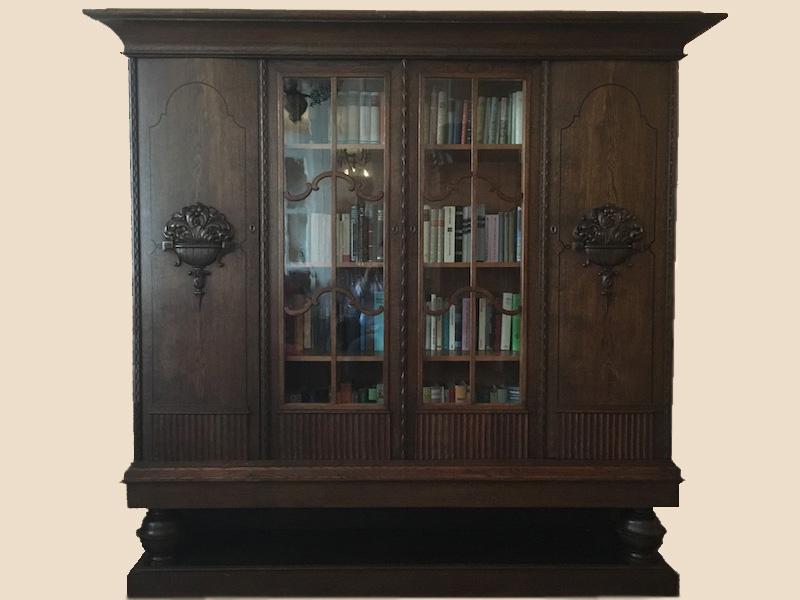 Stollenbücherschrank mit passendem Schreibtisch