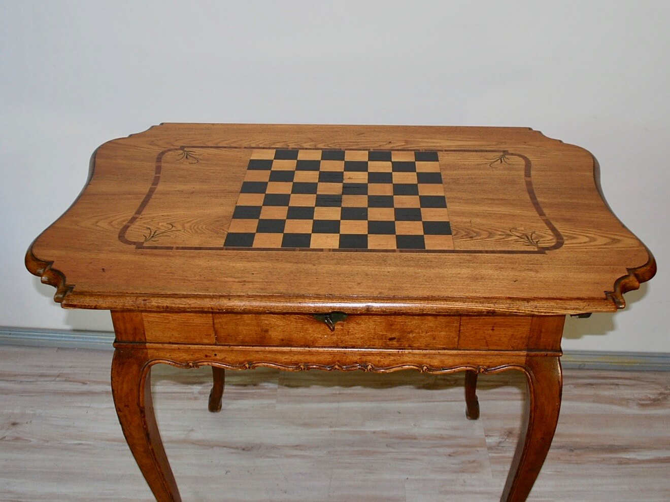 Barock-Marketerie-Spieltisch